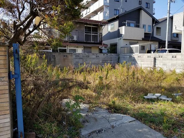 住宅街の空き土地