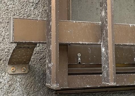 窓サッシのカビ