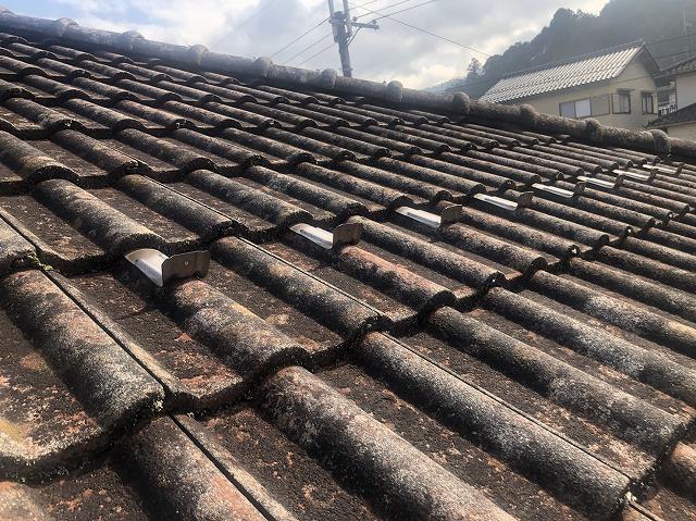 大津市大萱にてメンテナンスを30年おこなっていないお宅の屋根の現場調査