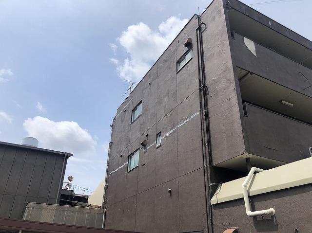 守山市水保町にて3階建てビルの外壁が雨漏れして劣化している為に現場調査